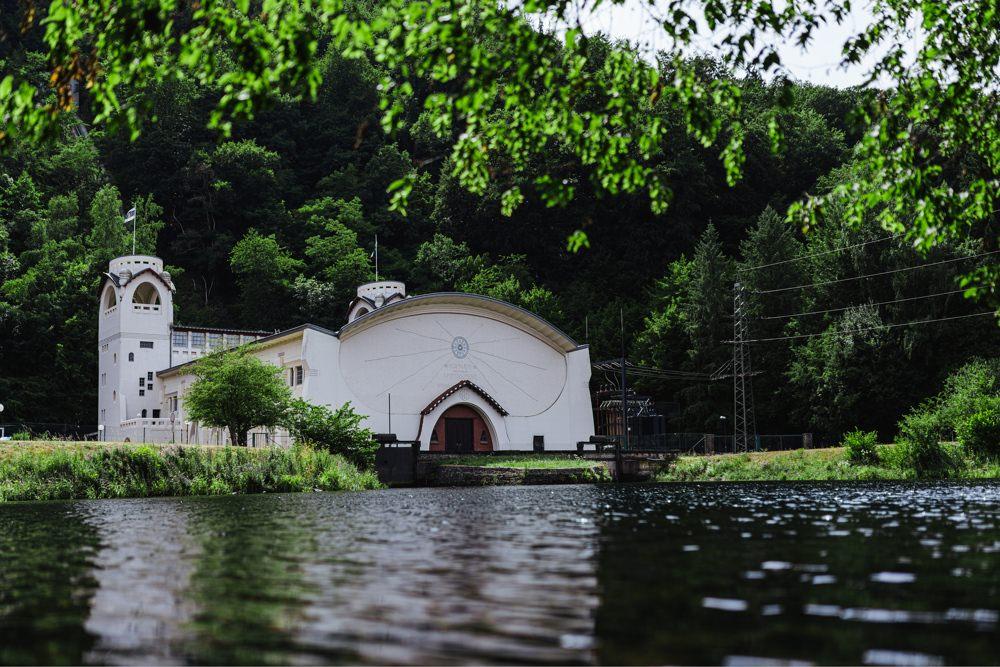 Gassi Hund Jugendstilwasserwerk Heimbach 009